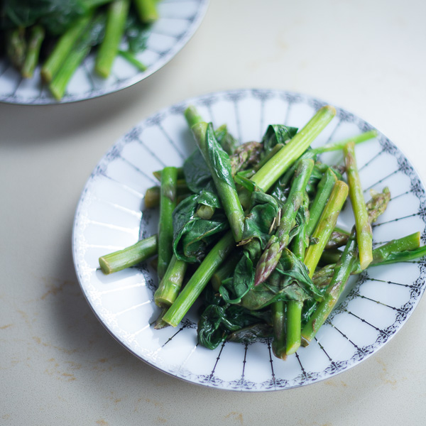 Sautéed Asparagus With Spinach
